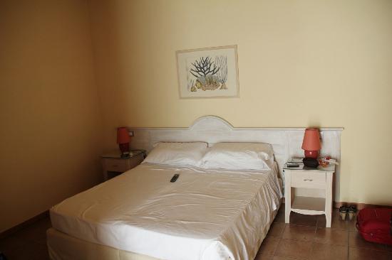 Hotel Acquasanta: stanza da letto