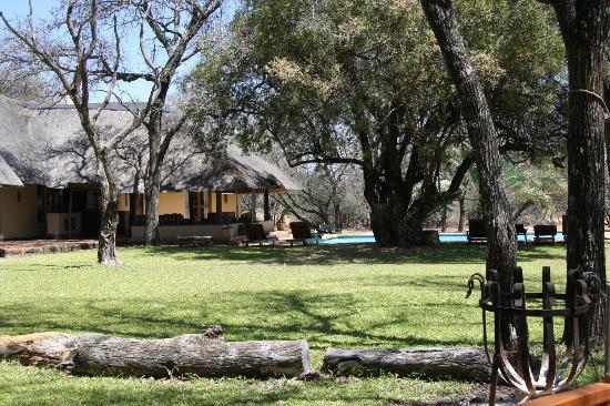 Mziki Safari Lodge: Blick auf das Hauptgebäude der Lodge