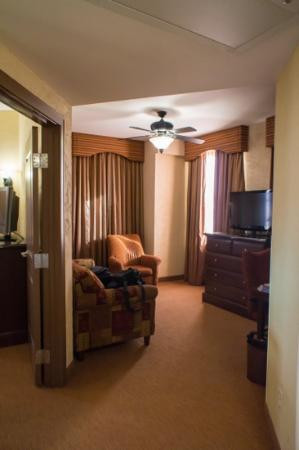 Drury Plaza Hotel San Antonio Riverwalk: nice suite!!!
