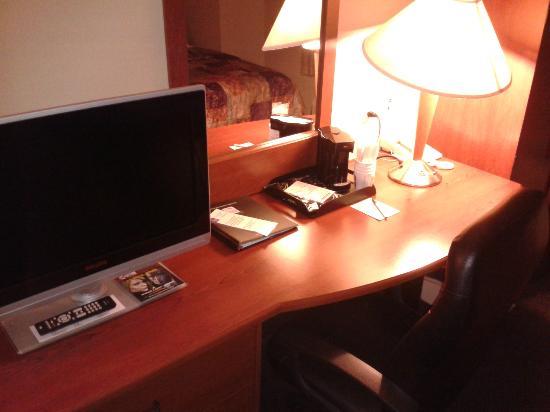 Sleep Inn & Suites Lancaster County : nice desk area