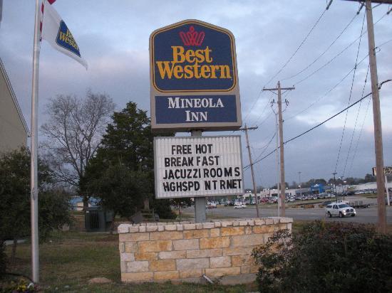 Best Western Mineola Inn: sign