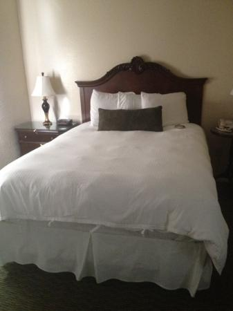 Bay Meadows Resort: comfy bed