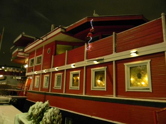 The Red Boat Hotel & Hostel: The Red Boat