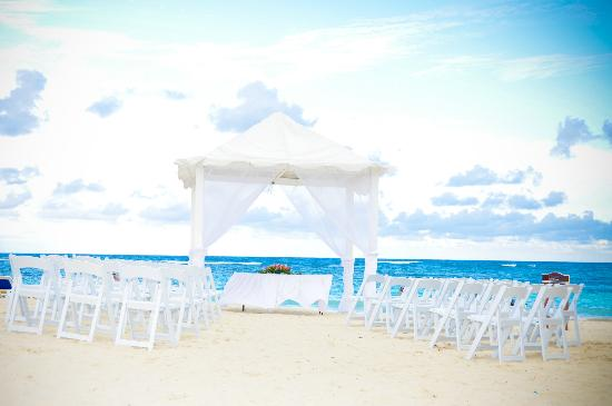 Ocean Blue & Sand: Wedding Venue