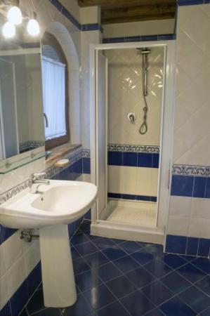 Fattoria di Sommaia: one bathroom