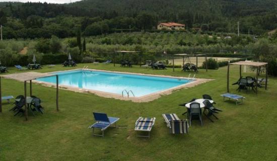 Fattoria di Sommaia: swimmingpool, tennis and soccer court
