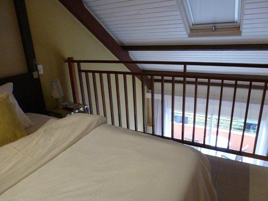Pestana Bahia Lodge: Bedroom from upper level