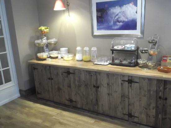 An Mordros Hotel: Breakfast bar