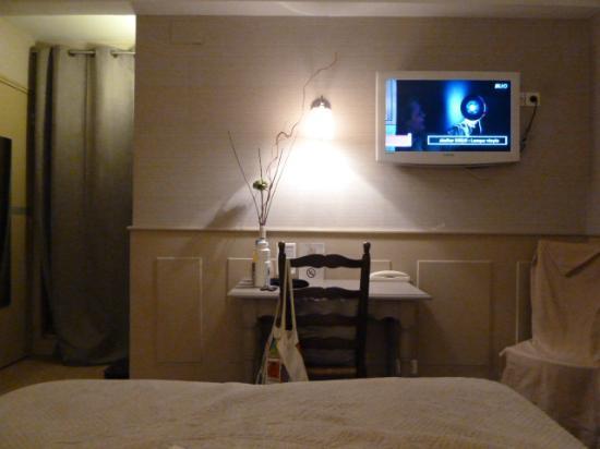 Hotel Restaurant St. Albert : A good size room