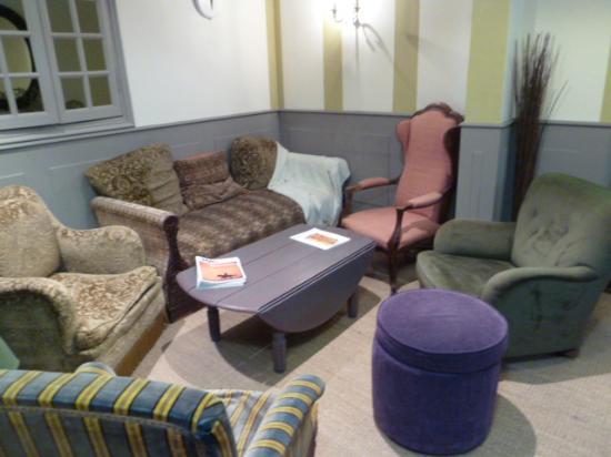 Hotel Restaurant St. Albert : Lounge near the dining room (2)