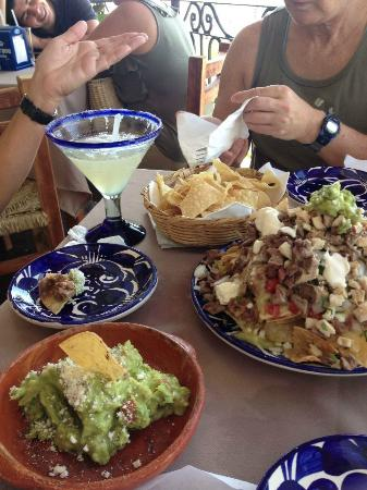 Bar Oceano Rock & Roll: nachos and guac