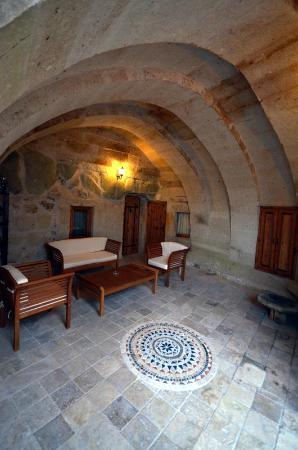 Castle Inn: Courtyard of Deluxe cave room