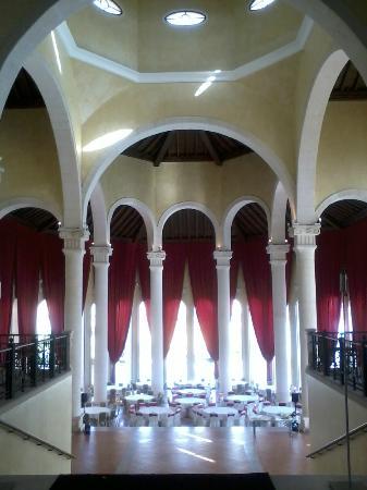 Melia Villaitana: El interior de la Catedral