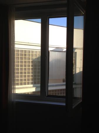 Adagio Vienna City: vue sur des murs!!!