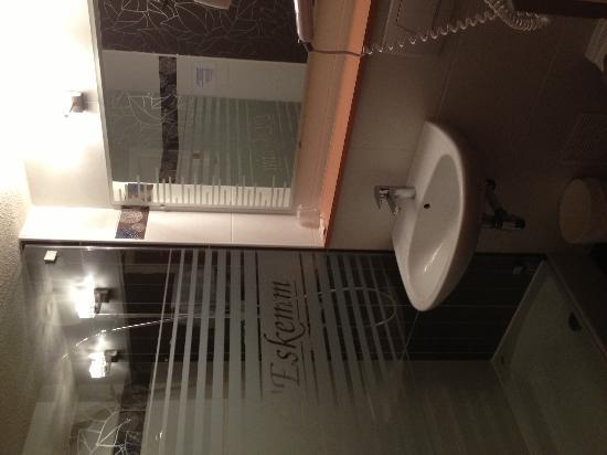 Hotel l'Eskemm : SDB