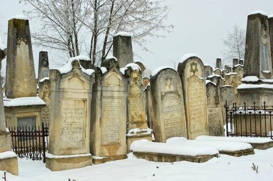 jewish cemetery of chernivtsi ukraine