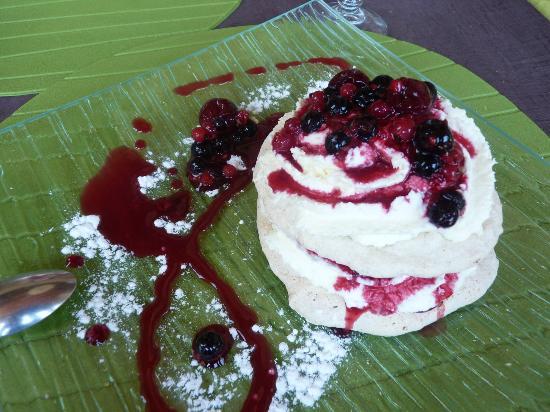 Hors Piste : Mille feuilles meringue noisettes et fruits rouges