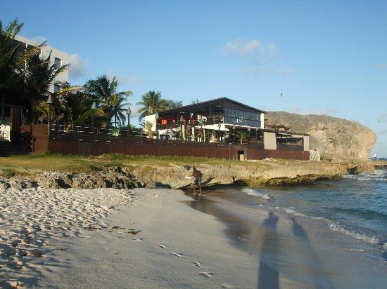 Silver Point Hotel: from the beach looking back towards the bar and restaurant