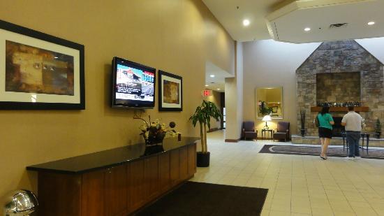 Travelodge Hotel Toronto Airport/Dixon Road: Hall d'accueil