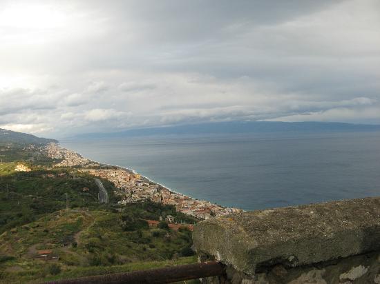 Hotel  Agostiniana: Vista panoramica verso Messina