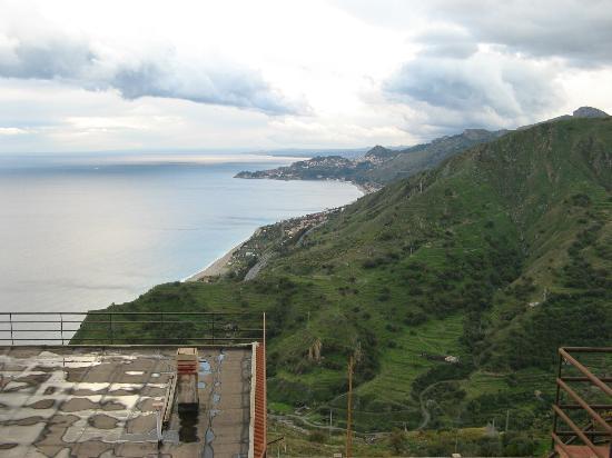 Hotel  Agostiniana: Vista panoramica verso Catania
