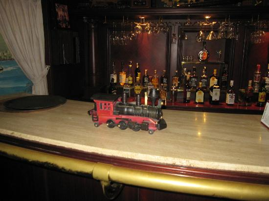 Orient Express Hotel: wagon bar