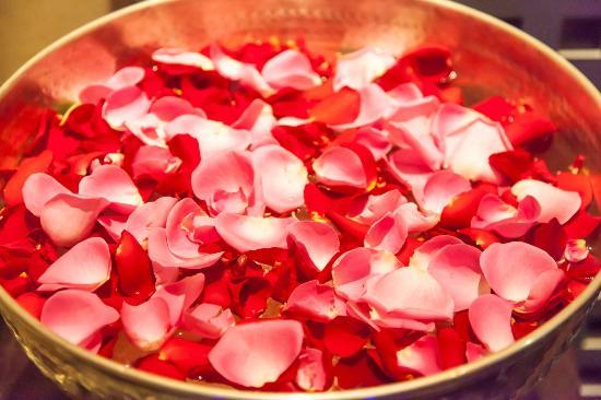 Rasam Restaurant: The scent of rose petals as you enter Rasam
