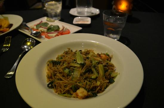 Daintree EcoLodge & Spa: linguini prawns - delish!