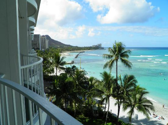 Moana Surfrider, A Westin Resort & Spa: Looking towards Diamond Head from room balcony