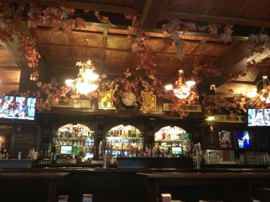 Comfort Inn Downtown: Doolin's pub where breakfast is served 