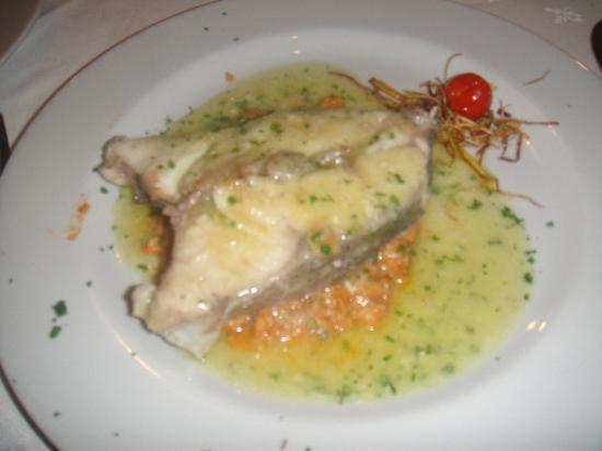 Juanito Kojua: mero con salsa de txangurro