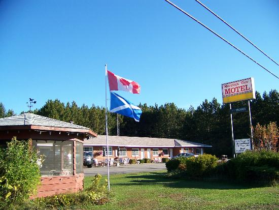 Barry's Bay, Kanada: View of motel from Hwy 60