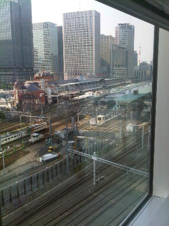 Four Seasons Hotel Tokyo at Marunouchi : View from our room, the main train station