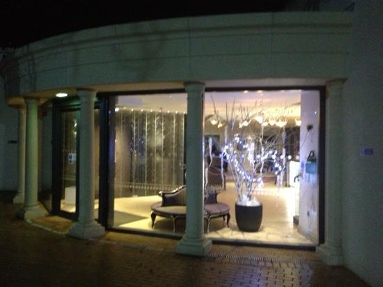 Hogarths Hotel: entrance