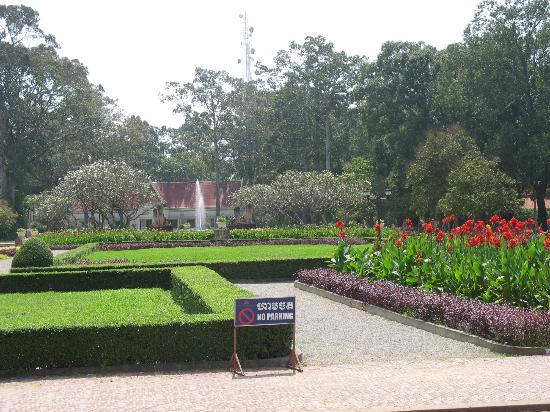 Raffles Grand Hotel d'Angkor: Hotel Gardens