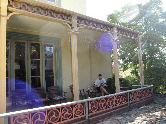The Cathedral Inn: Garden patio