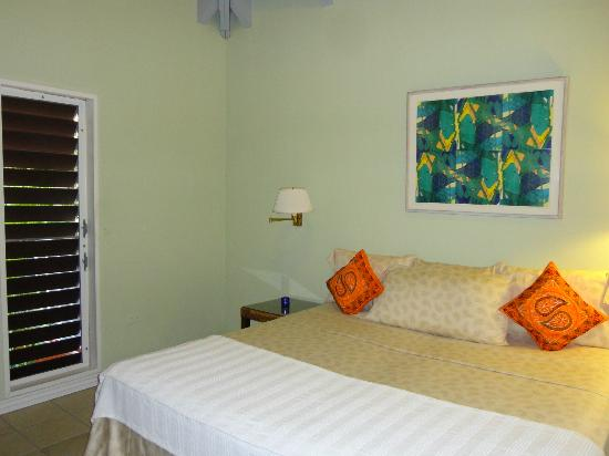 Fort Recovery Beachfront Villa & Suites Hotel: Bedroom