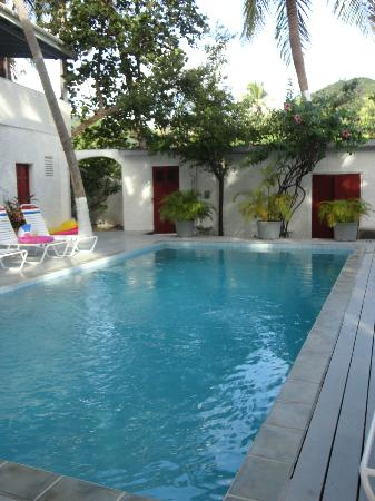 Fort Recovery Beachfront Villa & Suites Hotel: Pool