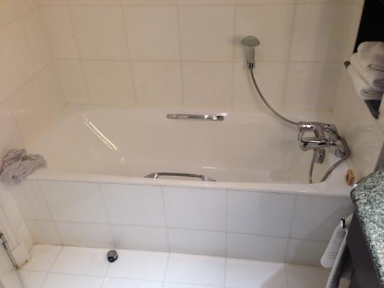 Paris Marriott Champs Elysees Hotel: deluxe bathroom bath