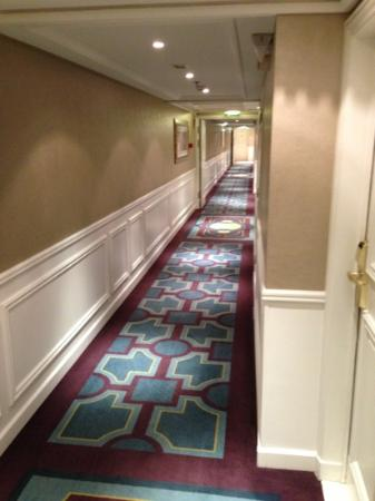 Paris Marriott Champs Elysees Hotel: hallway 6th floor