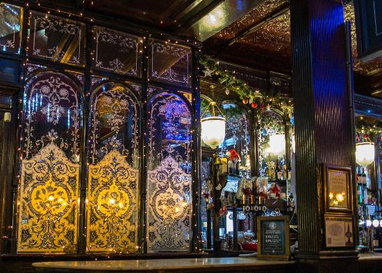 The Salisbury: The Bar