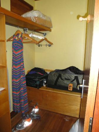 Le Meridien Tahiti: Walk-in closet in the bungalow