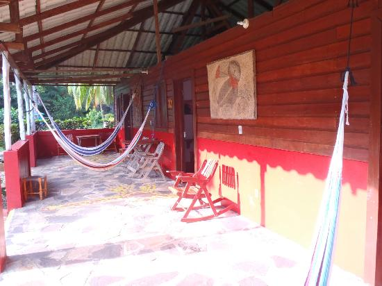Paraiso Beach Hotel: our room, with hammocks out front