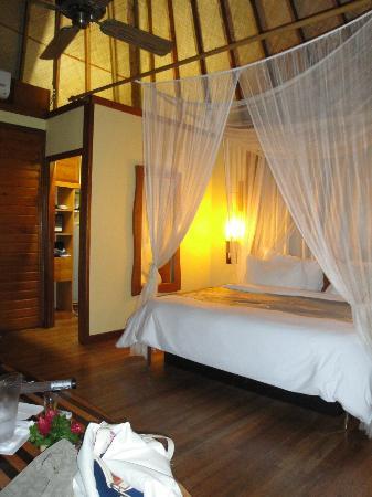 Le Meridien Tahiti: Bungalow room