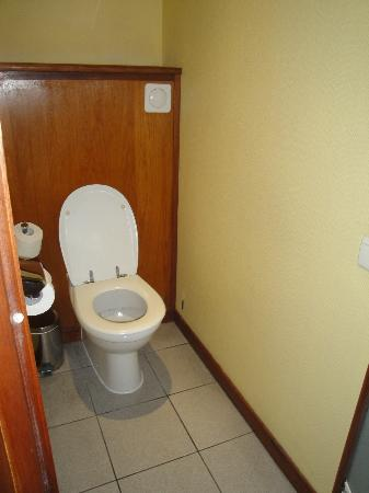 Le Meridien Tahiti: In-room toilet room