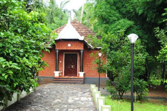 Rayirath Heritage Ayur Resort: This is where we stayed
