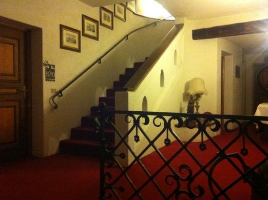 Castel Rundegg Hotel: scala al primo piano dependance