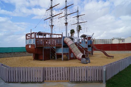 Louis Phaethon Beach: Pirate ship play area