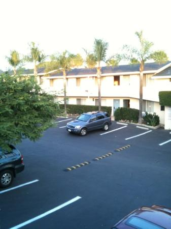 Sandpiper Lodge: spacious and clean. lots of parking space.