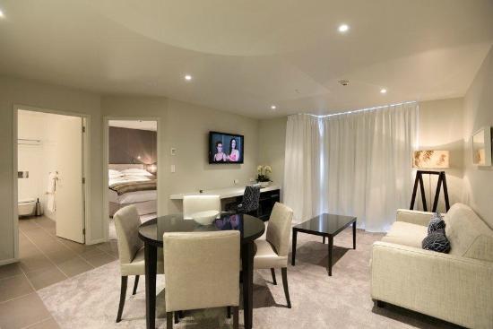 The Sails Nelson: 1 Bedroom Trafalgar Apartment dining/living room